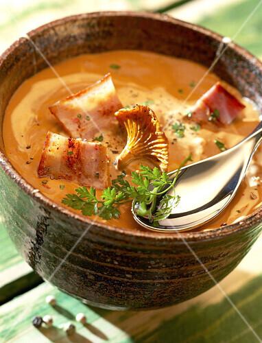 creamed pumpkin soup with chanterelles and bacon