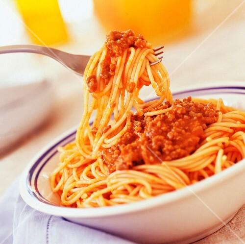 spaghetti bolognaise (subject: pasta)