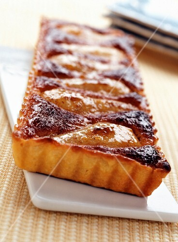 Pear and cinnamom almond tart