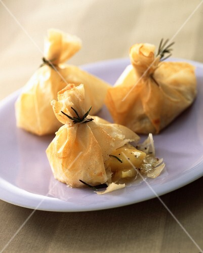 Filo-pastry bundles filled with quince and cheese
