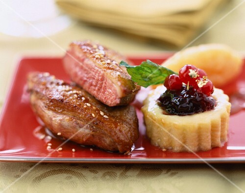 Duck fillet with mashed potatoes and berry jam