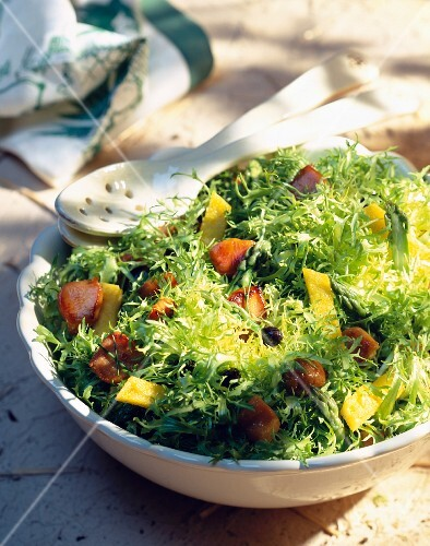 Frizzy lettuce with polenta and chestnuts