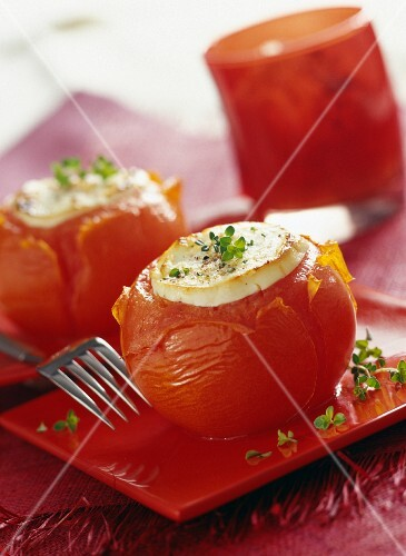 Tomatoes stuffed with goat's cheese