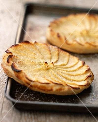 Thin apple tartlet