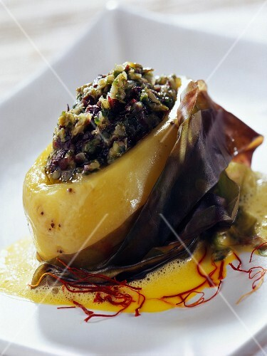 Potatoes stuffed with seaweed tartare, creamy saffron sauce