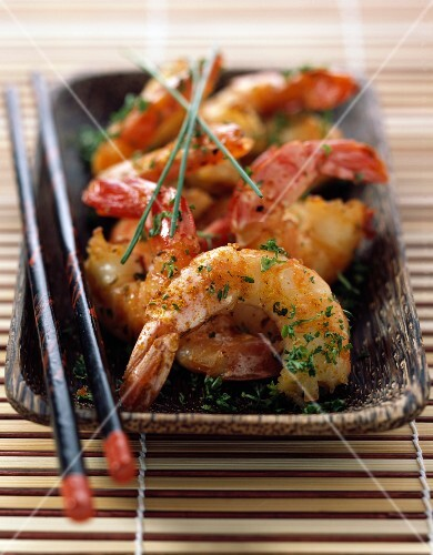 Pan-fried gambas with curry