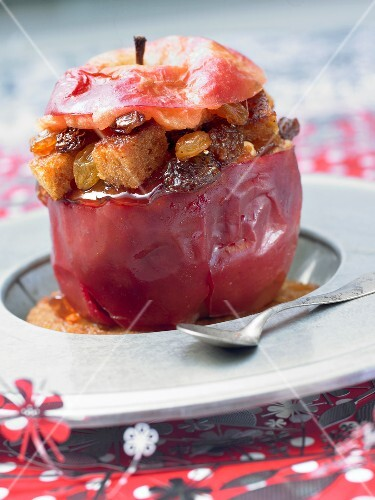 Apple stuffed with raisins and honey