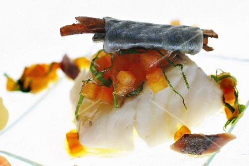 Steamed cod with crushed tomatoes