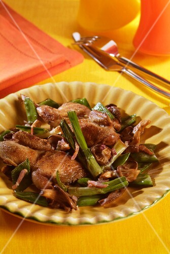 Fried quail with green bamboo