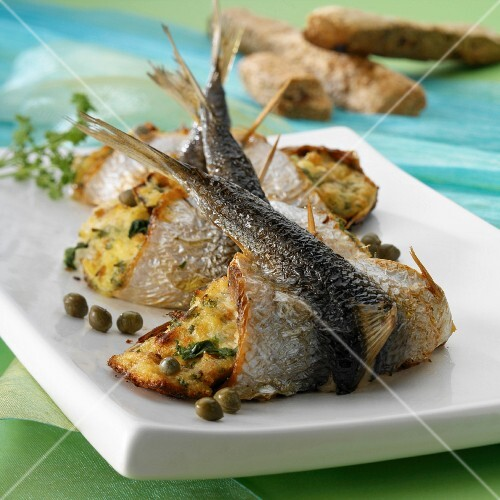 Stuffed sardines with potatoes and capers
