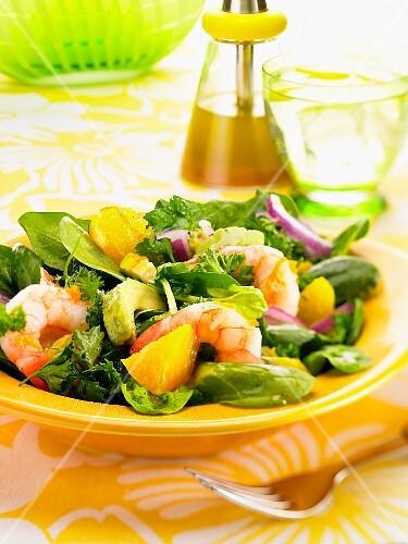 Salad with prawns, oranges and avocado