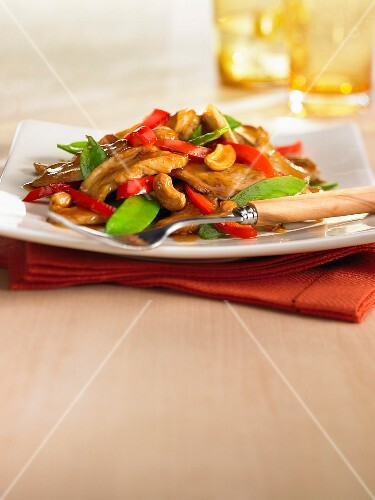 Caramelised chicken strips with cashew nuts