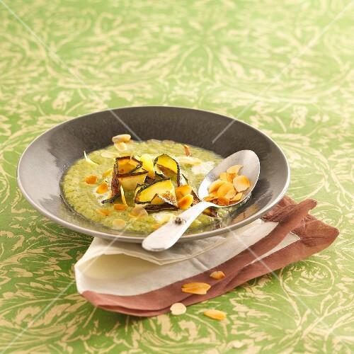 Courgette cream with almonds
