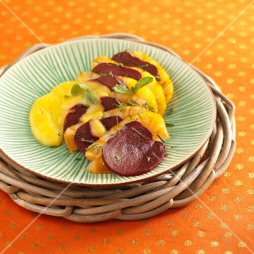 Haddock salad with beetroot and mango sauce