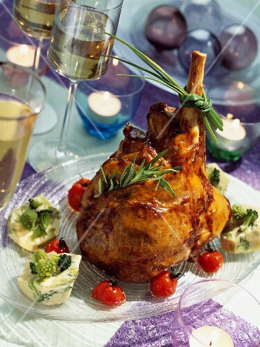 Leg of lamb for Christmas dinner with Romanesco flans and preserved tomatoes