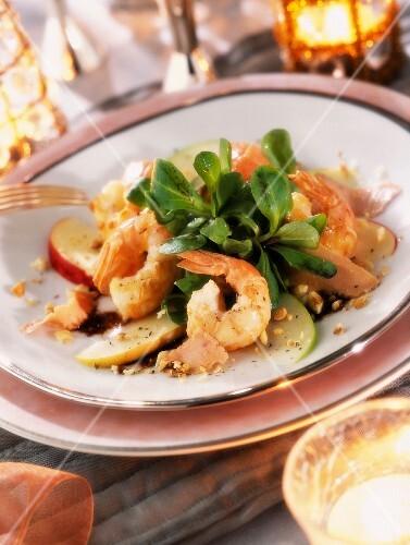 Cognac-flambéed prawns with lettuce