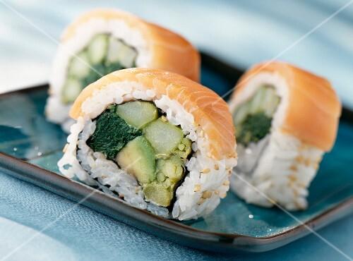California maki with salmon, avocado, asparagus and spinach