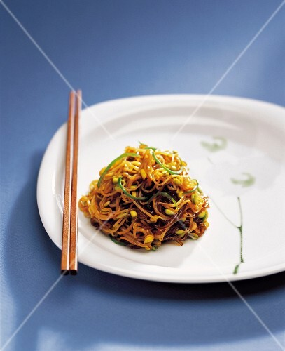 Clear Noodle Stir-fried with Soybean Sprout