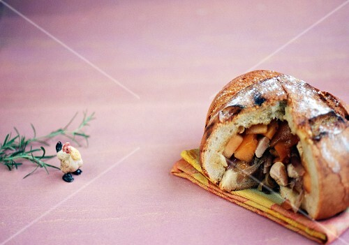 Bread stuffed with pumpkin and chicken