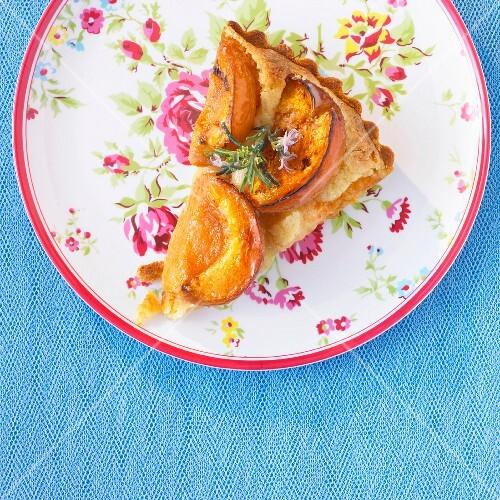 Apricot tart with almond cream