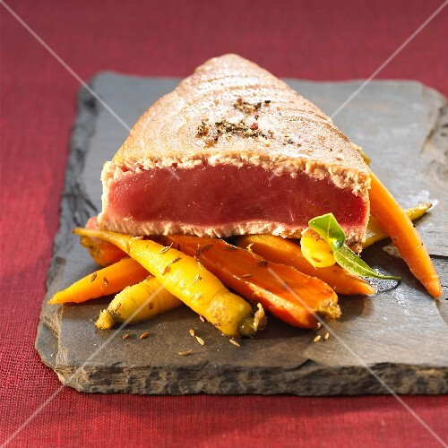 Grilled tuna and a carrot medley with caraway