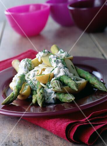 Asparagus with dill cream