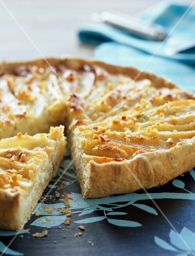 Amandine and pear tart