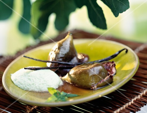Figs roasted with vanilla and mint ice cream