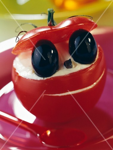 Tomato stuffed with brousse cheese and black olives