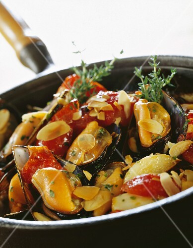 Mussel with almonds