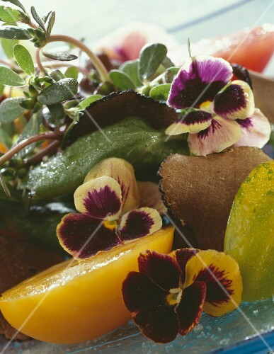 Old-fashioned tomatoes with pansies and truffles
