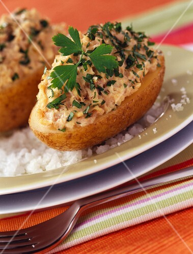 Potatooes stuffed with tuna