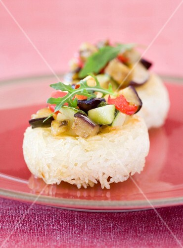 Crispy rice cakes with vegetables