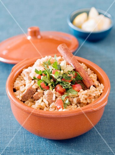 Lamb ragout with rice and cinnamon