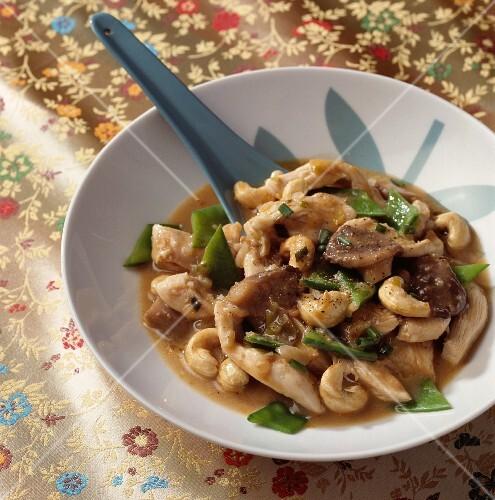 Sautéed chicken with cashew nuts