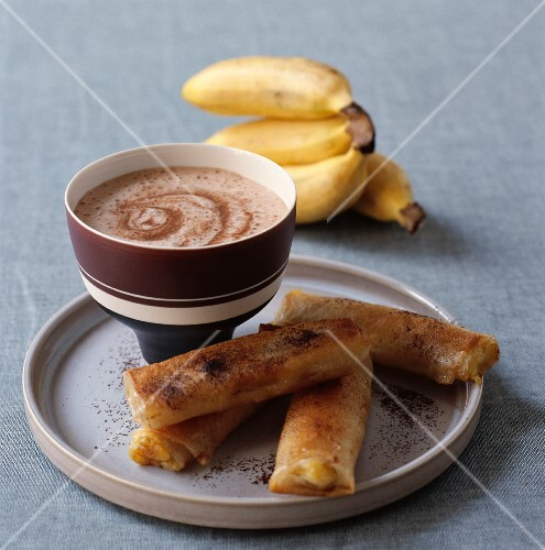 Crispy baked bananas with chestnut milk and hot chocolate