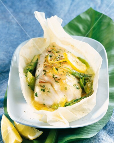 Cod with lemon jam cooked in wax paper