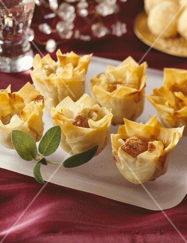 Crispy filo pastries with blue cheese