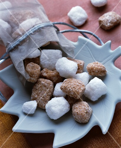 Brown and white sugar lumps