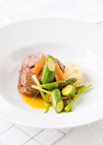 beef with vegetables and saffron