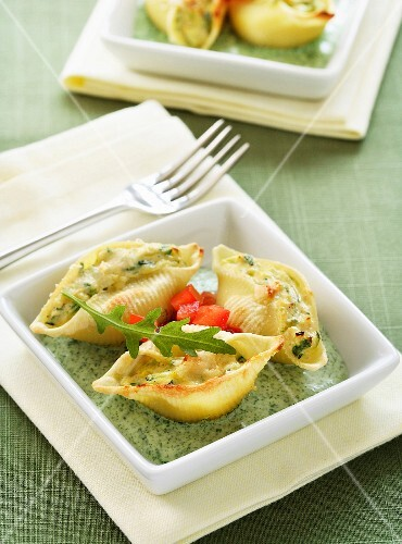 Conchiglionis stuffed with zucchinis