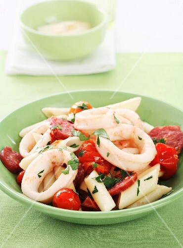 Pennes with squid and tomatoes