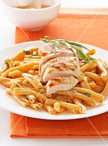 Caserecces with chicken and tarragon