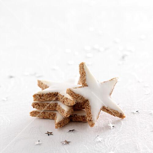 Star-shaped cinnamon cookies