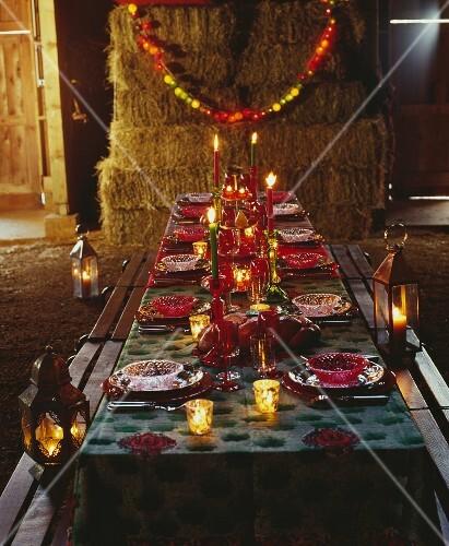 A festively laid table at Zirkus Zingaro