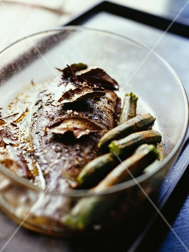 Oven-baked seabream, and courgettes with cinnamon