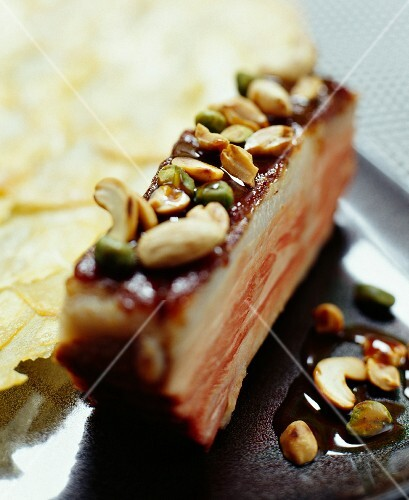 Pork spare rib with peanuts and pistachio nuts