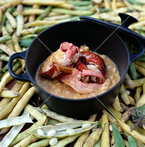 Lobster stew with white coco beans