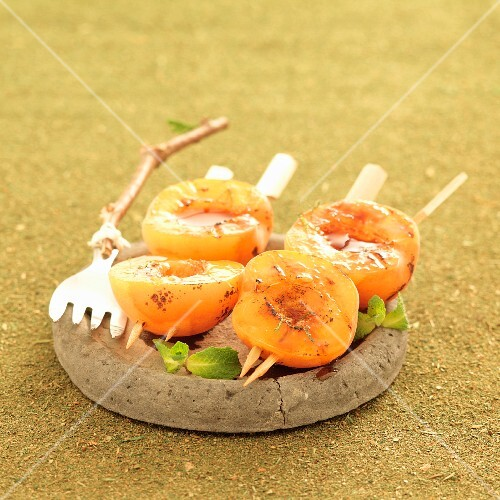Apricot skewers with fresh mint