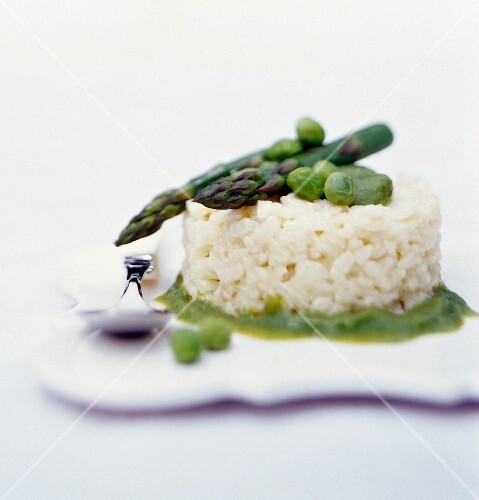 Risotto with green asparagus and peas